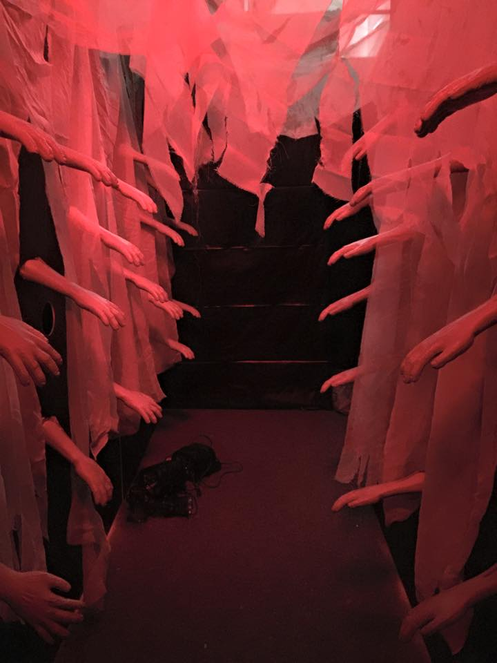The 6th fright archives t h e 6 t h f l o o r for Haunted house hallway ideas